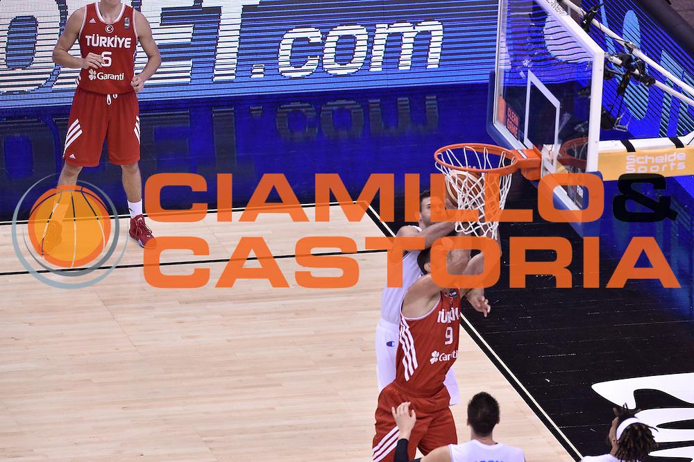 DESCRIZIONE : Berlino Berlin Eurobasket 2015 Group B Turkey Italy<br /> GIOCATORE : Danilo Gallinari<br /> CATEGORIA : stoppata fallo<br /> SQUADRA : Turkey Italy<br /> EVENTO : Eurobasket 2015 Group B <br /> GARA : Turkey Italy<br /> DATA : 05/09/2015 <br /> SPORT : Pallacanestro <br /> AUTORE : Agenzia Ciamillo-Castoria/Giulio Ciamillo <br /> Galleria : Eurobasket 2015 <br /> Fotonotizia : Berlino Berlin Eurobasket 2015 Group B Turkey Italy