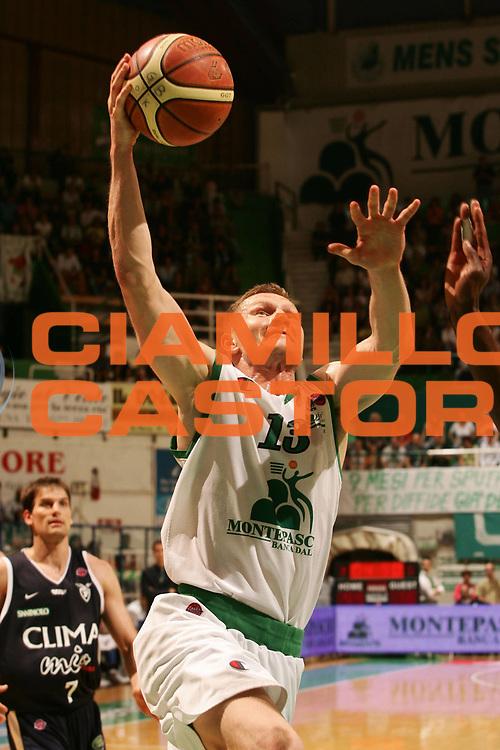 DESCRIZIONE : Siena Lega A1 2006-07 Montepaschi Siena Climamio Fortitudo Bologna <br /> GIOCATORE : Kaukenas <br /> SQUADRA : Montepaschi Siena <br /> EVENTO : Campionato Lega A1 2006-2007 <br /> GARA : Montepaschi Siena Climamio Fortitudo Bologna <br /> DATA : 13/05/2007 <br /> CATEGORIA : Tiro <br /> SPORT : Pallacanestro <br /> AUTORE : Agenzia Ciamillo-Castoria/P.Lazzeroni <br /> Galleria : Lega Basket A1 2006-2007 <br /> Fotonotizia : Siena Campionato Italiano Lega A1 2006-2007 Montepaschi Siena Climamio Fortitudo Bologna <br /> Predefinita : si