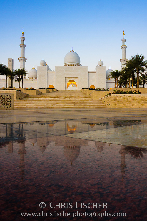 Early mornng view of the Sheikh Zayed Grand Mosque, Abu Dhabi, UAE.