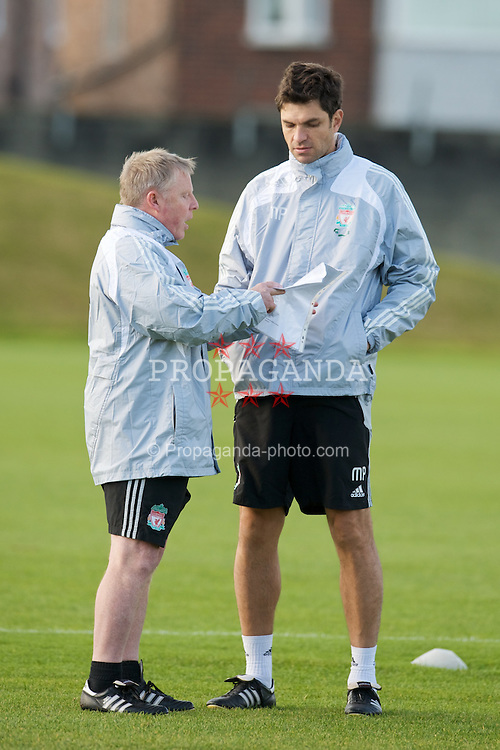 LIVERPOOL, ENGLAND - Friday, November 7, 2008: Liverpool's assistant manager Sammy Lee and first team coach Mauricio Pellegrino during training at Melwood ahead of the Premiership match with West Bromwich Albion. (Photo by David Rawcliffe/Propaganda)