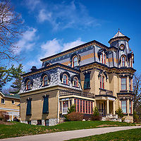 Lount&rsquo;s Castle was built in 1877 as a summer home for William Lount, a lawyer working in Barrie and Toronto who became a politician and then a judge.<br /> <br /> https://www.thestar.com/life/homes/decor/2012/05/02/renovating_historic_barrie_home_restored_and_converted_into_an_eightplex.html<br /> <br /> http://www.thebarrieexaminer.com/2010/01/22/keeping-up-the-castle