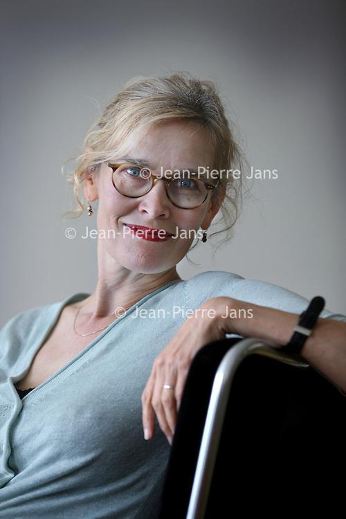 """Nederland, Amsterdam , 23 juni 2013.<br /> Oud tafeltennister en Europees kampioen 1982 en 1992 Bettine Vriesekoop.<br /> n 2003 verscheen haar biografie """"Overwinnen, overleven"""", geschreven door televisie-journalist Alje Kamphuis.<br /> Van 1 juni 2006 tot 3 augustus 2009 was Vriesekoop correspondent in China voor NRC Handelsblad. Haar ervaringen rond deze baan verwerkte ze in het boek Duizend dagen in China (2011). Tegenwoordig schrijft ze boeken en artikelen voor tijdschriften. Ook verzorgt ze lezingen en seminars over China.<br /> <br /> Foto:Jean-Pierre Jans"""