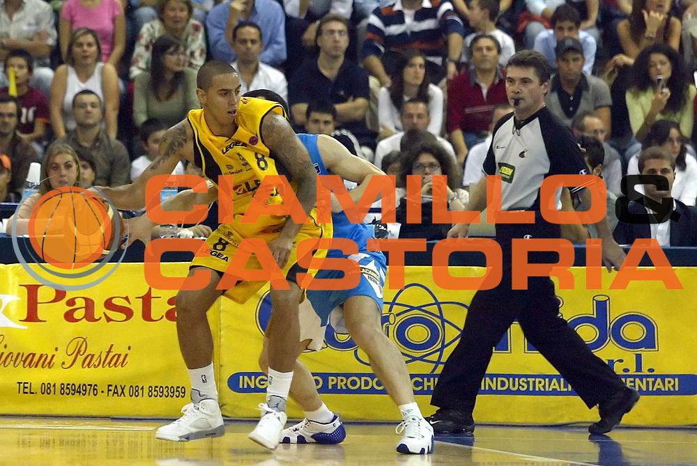 DESCRIZIONE : Scafati Lega A1 2006-07 Legea Scafati Pallacanestro Cantu <br /> GIOCATORE : Apodaca<br /> SQUADRA : Legea Scafati<br /> EVENTO : Campionato Lega A1 2006-2007 <br /> GARA : Legea Scafati Pallacanestro Cantu <br /> DATA : 29/10/2006 <br /> CATEGORIA : Palleggio<br /> SPORT : Pallacanestro <br /> AUTORE : Agenzia Ciamillo-Castoria/A.De Lise <br /> Galleria : Lega Basket A1 2006-2007 <br /> Fotonotizia : Citta Campionato Italiano Lega A1 2006-2007 Legea Scafati Pallacanestro Cantu <br /> Predefinita :