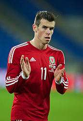 16.11.2013, Cardiff City Stadium, Cardiff, WAL, Fussball Testspiel, Wales vs Finnland, im Bild Wales' Gareth Bale applauds the fans after his side's 1-1 draw with Finland // during the international friendly match between Wales and Finland at the Cardiff City Stadium in Cardiff, Great Britain on 2013/11/17. EXPA Pictures © 2013, PhotoCredit: EXPA/ Propagandaphoto/ David Rawcliffe<br /> <br /> *****ATTENTION - OUT of ENG, GBR*****