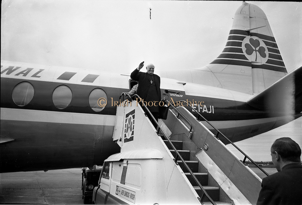 """23/06/1967<br /> 06/23/1967<br /> 23 June 1967<br /> Arrival of Dr. Michael Ramsey, Archbishop of Canterbury at Dublin Airport. Aircraft is an Aer Lingus Viscount 808 """"Gall""""."""