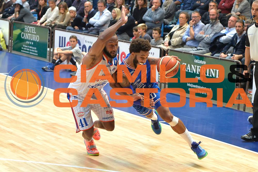 DESCRIZIONE : Cantu, Lega A 2015-16 Acqua Vitasnella Cantu' Enel Brindisi<br /> GIOCATORE : Adrian Banks<br /> CATEGORIA : Penetrazione Difesa <br /> SQUADRA : Enel Brindisi<br /> EVENTO : Campionato Lega A 2015-2016<br /> GARA : Acqua Vitasnella Cantu' Enel Brindisi<br /> DATA : 31/10/2015<br /> SPORT : Pallacanestro <br /> AUTORE : Agenzia Ciamillo-Castoria/I.Mancini<br /> Galleria : Lega Basket A 2015-2016  <br /> Fotonotizia : Cantu'  Lega A 2015-16 Acqua Vitasnella Cantu'  Enel Brindisi<br /> Predefinita :