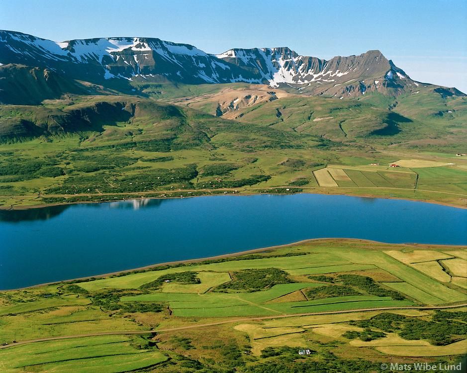 Grund og Skorradalsvatn séð til suðurs, Skarðsheiði og Skessuhorn í baksýni. Skorradalshreppur / Grund and lake Skorradalsvatn viewing south. Skardsheidi and Skessuhorn mountains in background. Skorradalshreppur.