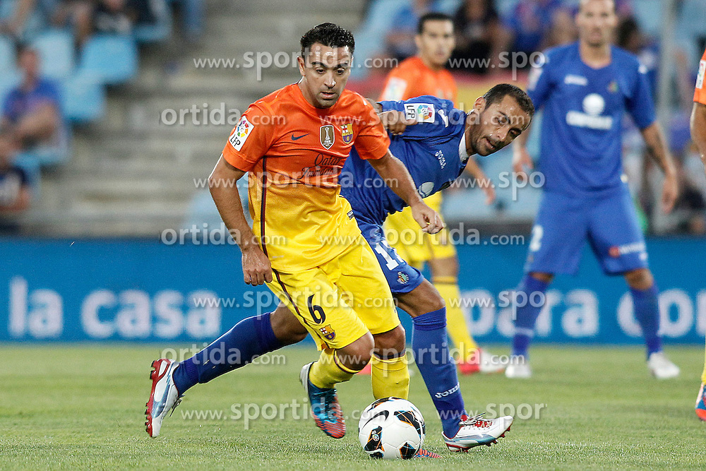 15.09.2012, Coliseum Alfonso Perez, Getafe, ESP, Primera Division, FC Getafe vs FC Barcelona, 04. Runde, im Bild Getafe's Diego Castro (r) and FC Barcelona's Xavi Hernandez // during the Spanish Primera Division 04th round match between Getafe CF and Barcelona FC at the Coliseum Alfonso Perez, Getafe, Spain on 2012/09/15. EXPA Pictures © 2012, PhotoCredit: EXPA/ Alterphotos/ Acero..***** ATTENTION - OUT OF ESP and SUI *****