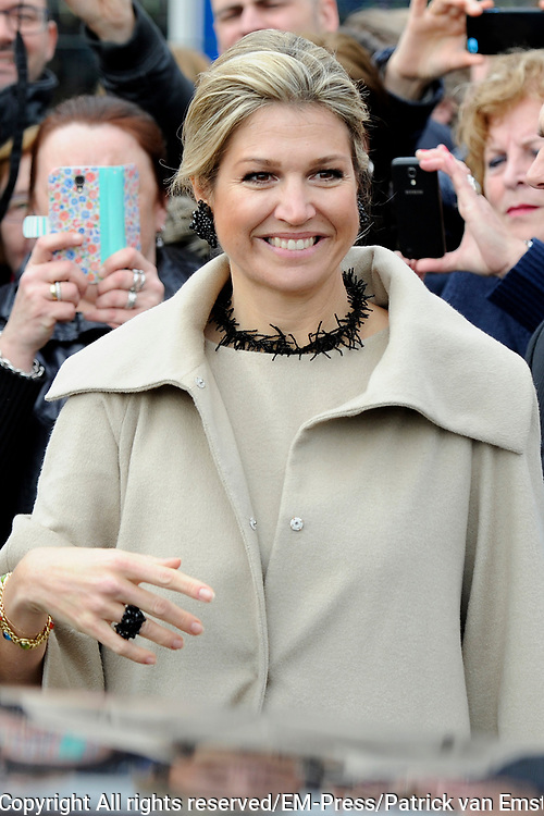 Koningin Maxima geeft startsein Week van het geld op de basisschool OBS West in Capelle aan de IJssel. <br /> <br /> Queen Maxima launches Money Week at the primary public school  in Capelle aan den IJssel.<br /> <br /> Op de foto / On the photo:  Vertrek Koningin Maxima / Queen Maxima leaves
