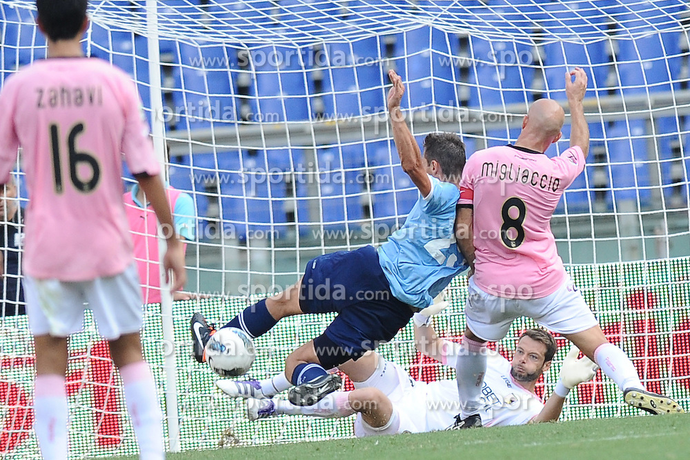 25.09.2011, Olympia Stadion, Rom, ITA, Serie A, Lazio Rom vs US Palermo, im Bild Miroslav Klose (Lazio) Giulio Migliaccio e Alexandros Tzorvas (Palermo). // during Serie A football game betweenLazio Rom and US Palermo at Stadio Olimpico, Rom, Italy on 25/09/2011. EXPA Pictures © 2011, PhotoCredit: EXPA/ InsideFoto/ Antonietta Baldassarre +++++ ATTENTION - FOR AUSTRIA/(AUT), SLOVENIA/(SLO), SERBIA/(SRB), CROATIA/(CRO), SWISS/(SUI) and SWEDEN/(SWE) CLIENT ONLY +++++