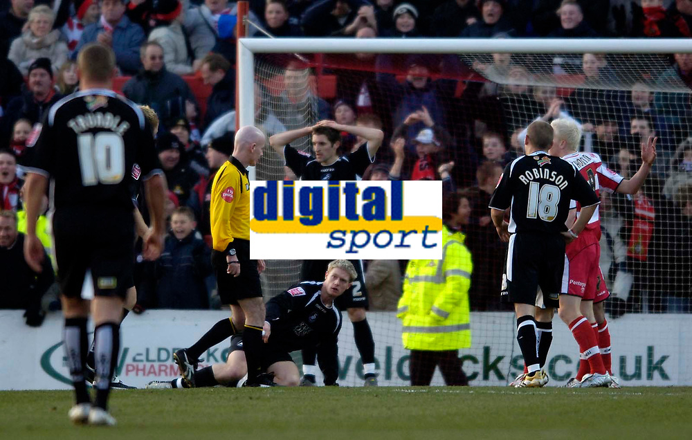 Photo: Jed Wee.<br />Doncaster Rovers v Swansea City. Coca Cola League 1.<br />17/12/2005.<br />Swansea are shellshocked as they concede a penalty minutes after being reduced to ten men.