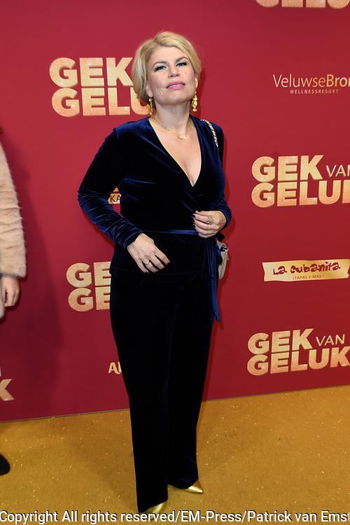 De premiere van Gek van Geluk, een romantische komedie van Johan Nijenhuis in Pathe Tushinski, Amsterdam.<br /> <br /> Op de foto:  Anne-Marie Jung