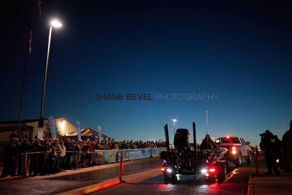 2/25/12 7:14:59 AM -- during the 2012 Bassmaster Classic on the Red River in Shreveport, La. ..Photo by Shane Bevel