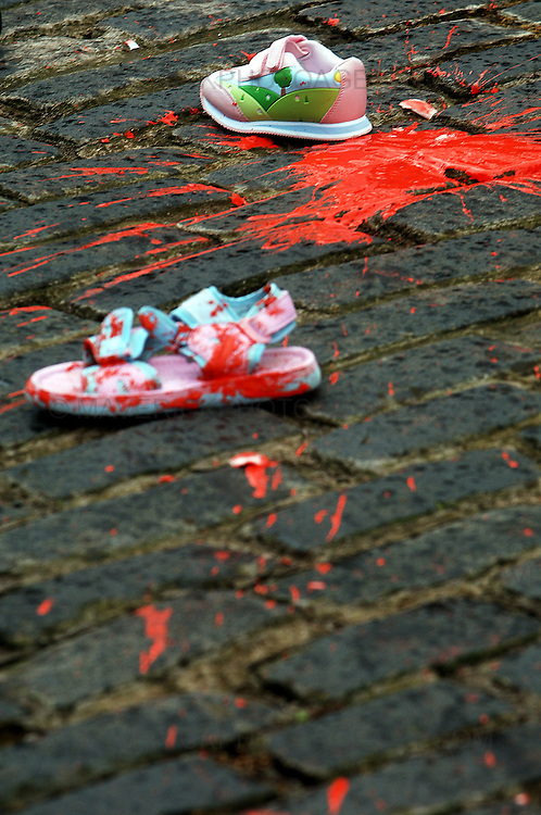 Protesters took to the streets of Edinburgh this afternoon, Saturday 10th January 2009 marching in support of the people of Gaza. ..Pic shows shoes and paint thrown by protesters outside the American Consulate. ..Picture Richard Scott/Maverick