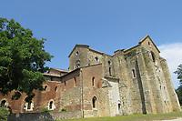 L'abbazia di San Galgano è un'abbazia cistercense, sita ad una trentina di chilometri da Siena, nel comune di Chiusdino