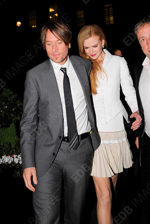 03.DECEMBER.2009 - LONDON<br /> <br /> NICOLE KIDMAN AND HUSBAND KEITH URBAN ARRIVING AT THE AFTERPARTY AT CLARIDGES HOTEL AFTER THE PREMIERE OF NICOLE'S NEW FILM NINE. <br /> <br /> BYLINE: EDBIMAGEARCHIVE.COM<br /> <br /> *THIS IMAGE IS STRICTLY FOR UK NEWSPAPERS &amp; MAGAZINES ONLY*<br /> *FOR WORLDWIDE SALES &amp; WEB USE PLEASE CONTACT EDBIMAGEARCHIVE-0208 954 5968*