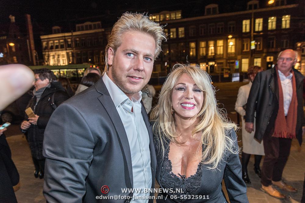 NLD/Amsterdam/20161129 - inloop afscheidsconcert Gordon, Patricia Paay en partner Robbert Hinfelaar