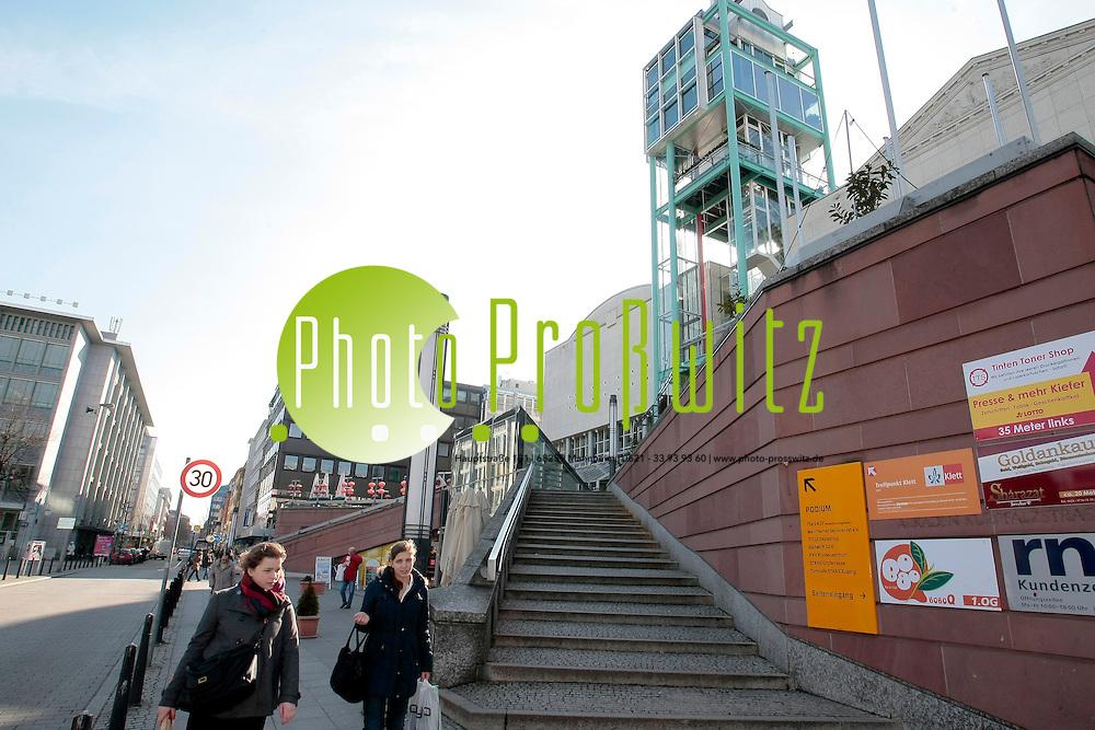 Mannheim. 21.02.2012. Innenstadt. Stadthaus N1. Leerstand von Ladengesch&permil;ften im Erdgeschoss.<br /> Bild: Markus Proflwitz 21FEB12 / masterpress /