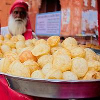 Street stand selling poori at Jaipur's old town