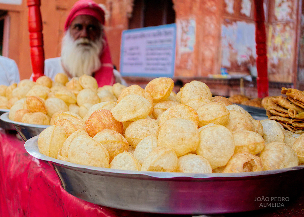 Street stand selling poori at Jaipur's old town