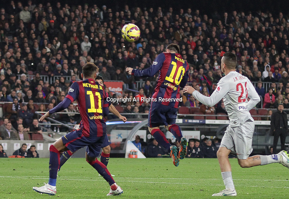 11.01.2015. Barcelona, Spain. La liga football. Barcelona versus Atletico Madrid. Messi wins the header next to Neymar