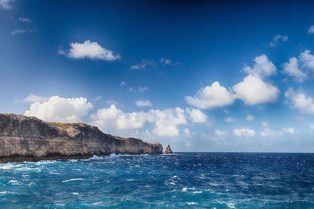 La Pointe de la Grande Vigie se trouve en Grande Terre. Les falaises sont frappées par l'Océan Atlantique souvent déchainé de ce côté de l'ile de Guadeloupe.