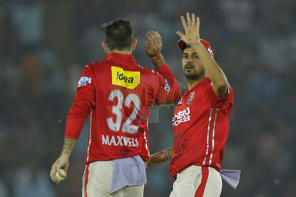 Mohit Sharma of Kings XI Punjab and Kings XI Punjab captain Glenn Maxwell celebrates the wicket of Yuvraj Singh of the Sunrisers Hyderabad during match 33 of the Vivo 2017 Indian Premier League between the Kings XI Punjab and the Sunrisers Hyderabad held at the Punjab Cricket Association IS Bindra Stadium in Mohali, India on the 28th April 2017<br /> <br /> Photo by Deepak Malik - Sportzpics - IPL