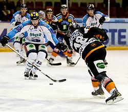 04.12.2011, Eisstadion Liebenau, Graz, AUT, EBEL, Moser Medical Graz 99ers vs SAPA Fehervar AV19 im Bild Schuss von Robert Lembacher (Moser Medical Graz 99ers, #18, Defender) gegen die beine von Andras Benk (Sapa Fehervar AV19, #12) // during the Erste Bank Icehockey League, Eisstadion Liebenau, Graz, Austria, 2011-12-04, EXPA Pictures © 2011, PhotoCredit: EXPA/ E. Scheriau