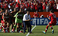 Fotball<br /> VM kvinner 2015<br /> Kina v Canada 0:1<br /> Foto: imago/Digitalsport<br /> NORWAY ONLY<br /> <br /> Canada s Christine Sinclair (1st R) celebrates scoring with head coach Jone Herdman (2nd R) during a Group A match between China and Canada at the 2015 FIFA Women s World Cup finals in the Commonwealth Stadium in Edmonton, Canada, June 6, 2015. China lost 0-1.