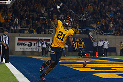 BERKELEY, CA - OCTOBER 06: Wide receiver Keenan Allen #21 of the California Golden Bears celebrates after scoring a touchdown against the UCLA Bruins during the second quarter at California Memorial Stadium on October 6, 2012 in Berkeley, California. The California Golden Bears defeated the UCLA Bruins 43-17. (Photo by Jason O. Watson/Getty Images) *** Local Caption *** Keenan Allen