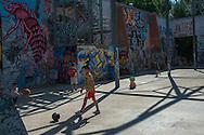 Logos 2015, bambini giocano a palla. Parco delle Energie all'interno dell'Ex Snia Viscosa.