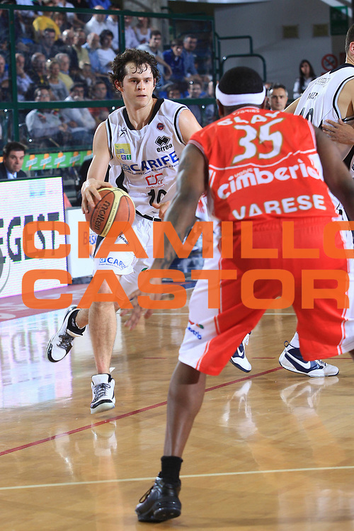 DESCRIZIONE : Ferrara Lega A 2009-10 Basket Carife Ferrara Cimberio Varese<br /> GIOCATORE : Luke Jackson<br /> SQUADRA : Carife Ferrara<br /> EVENTO : Campionato Lega A 2009-2010<br /> GARA : Carife Ferrara Cimberio Varese<br /> DATA : 28/03/2010<br /> CATEGORIA : Palleggio<br /> SPORT : Pallacanestro<br /> AUTORE : Agenzia Ciamillo-Castoria/G.Livaldi<br /> Galleria : Lega Basket A 2009-2010 <br /> Fotonotizia : Treviso Campionato Italiano Lega A 2009-2010 Carife Ferrara Cimberio Varese<br /> Predefinita :