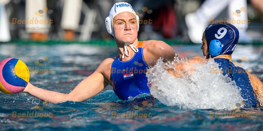 05-07-2017: Waterpolo: Nederland v Frankrijk: Utrecht<br /> <br /> MEEGENS Maud of team Netherlands<br /> <br /> In aanloop naar de FINA Wereldkampioenschappen in Boedapest spelen de Waterpolodames hun laatste testament (Domstad Trophy) in zwembads de Krommerijn in Utrecht<br /> <br /> Foto: Gertjan Kooij