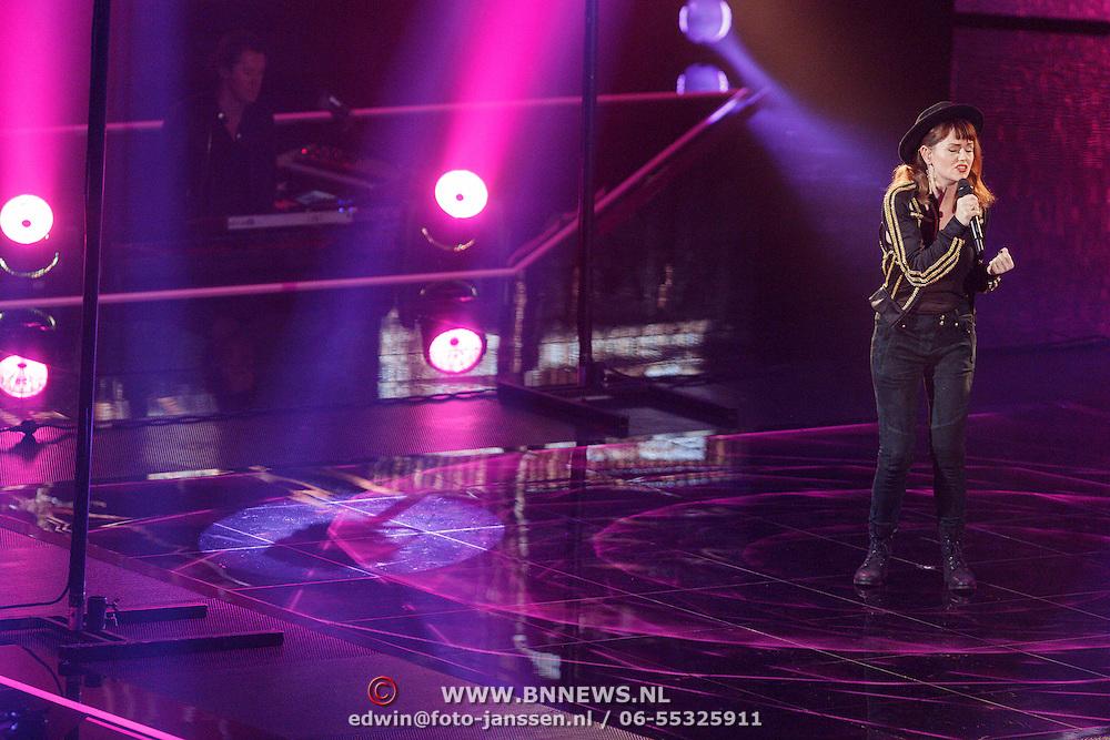 NLD/Hilversum/20151218 - The Voice of Holland 2015 - 3de liveshow, Jennie Lena