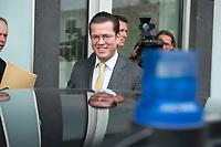 12 APR 2010, BERLIN/GERMANY:<br /> Karl-Theodor zu Guttenberg, CDU, Bundesverteidigungsminister, steigt in seinen Dienstwagen, nach einer Pressekonferenz zur Vorstellung der Strukturkommission der Bundeswehr, Bundespressekonferenz<br /> IMAGE: 20100412-01-059