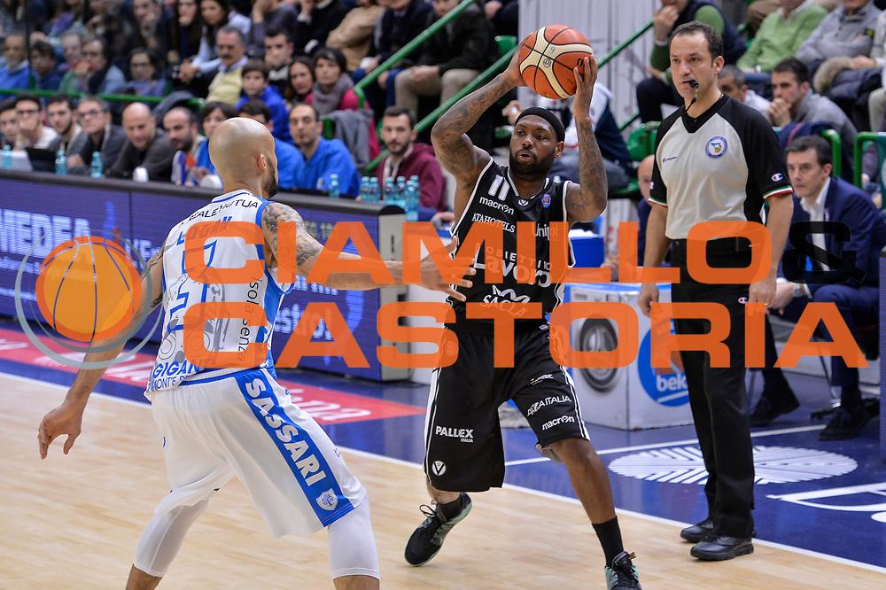 DESCRIZIONE : Beko Legabasket Serie A 2015- 2016 Dinamo Banco di Sardegna Sassari - Obiettivo Lavoro Virtus Bologna<br /> GIOCATORE : Andre Collins<br /> CATEGORIA : Passaggio<br /> SQUADRA : Obiettivo Lavoro Virtus Bologna<br /> EVENTO : Beko Legabasket Serie A 2015-2016<br /> GARA : Dinamo Banco di Sardegna Sassari - Obiettivo Lavoro Virtus Bologna<br /> DATA : 06/03/2016<br /> SPORT : Pallacanestro <br /> AUTORE : Agenzia Ciamillo-Castoria/L.Canu