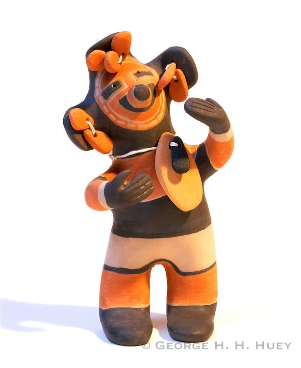 0194-1006 ~ Copyright:  George H. H. Huey ~ Playful Cochiti Pueblo Indian figurine.  Made by Inez Ortiz.  Native American folk art.  New Mexico.