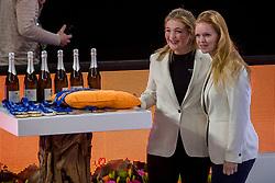 07-01-2018 NED: DELA Beach Open day 5, Den Haag<br /> Champagne, prijzen