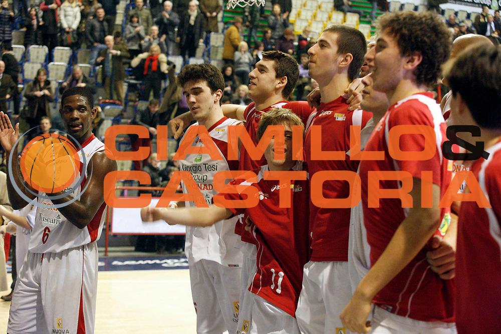 DESCRIZIONE : Pistoia Lega A2 2011-12 Giorgio Tesi Group Pistoia Aget Service Imola<br /> GIOCATORE : Team Pistoia<br /> SQUADRA : Giorgio Tesi Group Pistoia<br /> EVENTO : Campionato Lega A2 2011-2012<br /> GARA : Giorgio Tesi Group Pistoia Aget Service Imola<br /> DATA : 22/01/2012<br /> CATEGORIA : Esultanza<br /> SPORT : Pallacanestro<br /> AUTORE : Agenzia Ciamillo-Castoria/Stefano D'Errico<br /> Galleria : Lega Basket A2 2011-2012 <br /> Fotonotizia : Pistoia Lega A2 2011-2012 Giorgio Tesi Group Pistoia Aget Service Imola<br /> Predefinita :