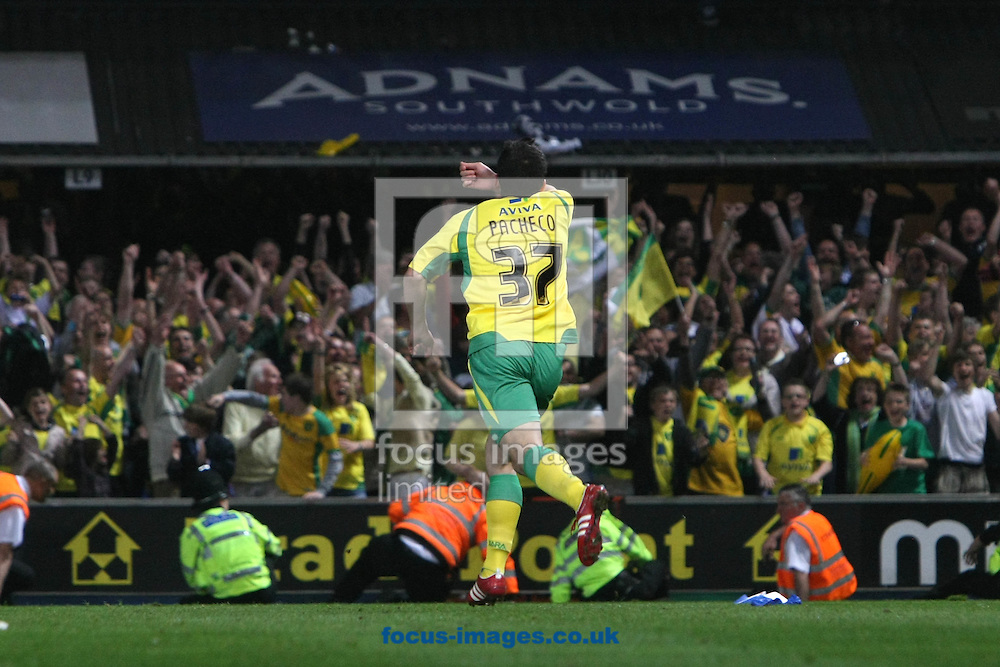 Ipswich - Thursday April 21st, 2011: Simeon Jackson of Norwich sees his shot hit the crossbar but Daniel Pacheco follows up and puts in the rebound for Norwich's 5th goal during the Npower Championship match at Portman Road, Ipswich. (Pic by Paul Chesterton/Focus Images)