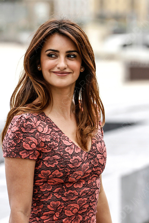 Penelope Cruz attend the Photocall for Venvenuto al Mondo at the San Sebastian Film Festival, San Sebastian. 25.09.2012 <br /> C. Kasady/insightmedia