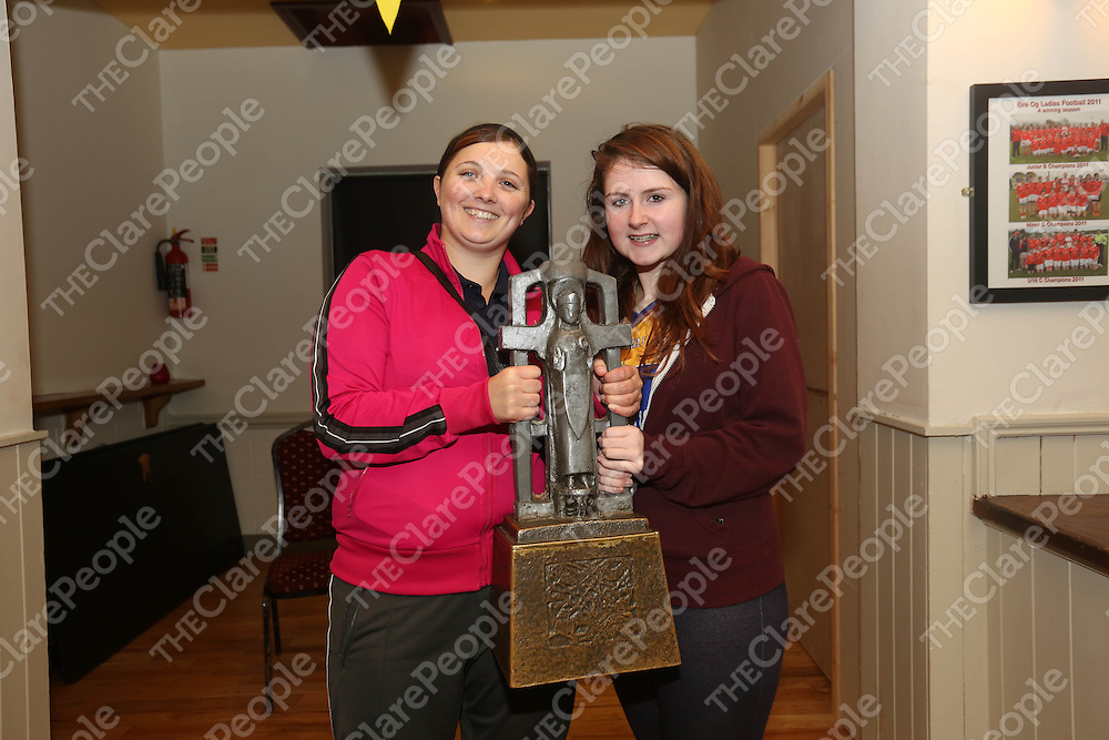 Joanne O Malley and Alisha Moloney pictured at Eire Og Hurling Club on Wednesday night as some of the Clare players visited.<br /> Pic. Brian Arthur/ Press 22.