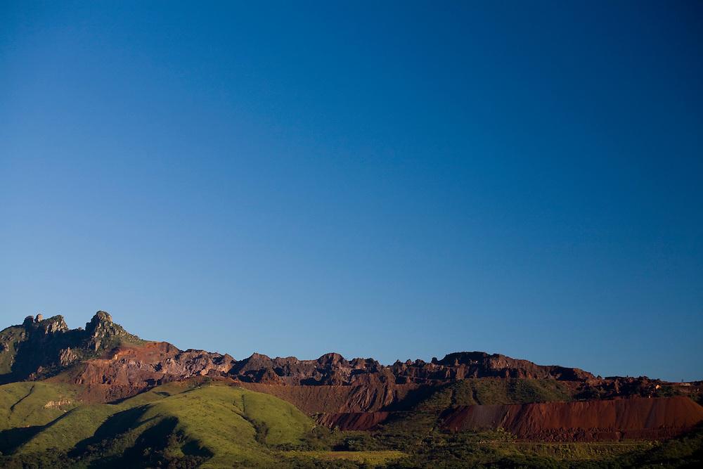 Igarape_MG, Brasil...Mineracao em Igarape...The mining in Igarape...Foto: LEO DRUMOND / NITRO
