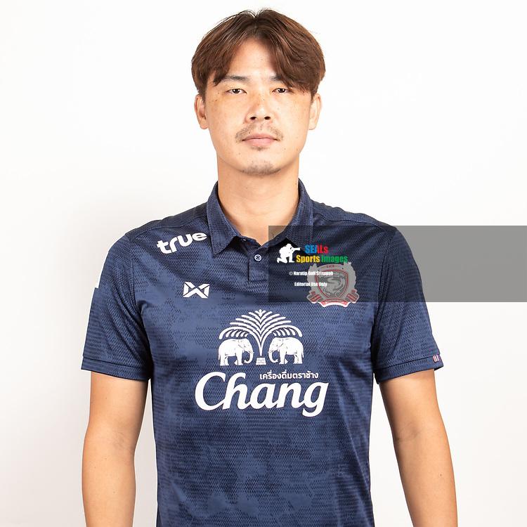 THAILAND - JUNE 07: Sung Hwan Kim #16 of Suphan Buri FC on June 07, 2019.<br /> .<br /> .<br /> .<br /> (Photo by: Naratip Golf Srisupab/SEALs Sports Images/MB Media Solutions)