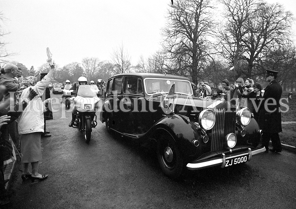 President Mary Robinson arriving at Aras an Uachtarain in the Presidential Rolls Royce, 03/12/1990 (Part of the Independent Newspapers Ireland/NLI Collection).