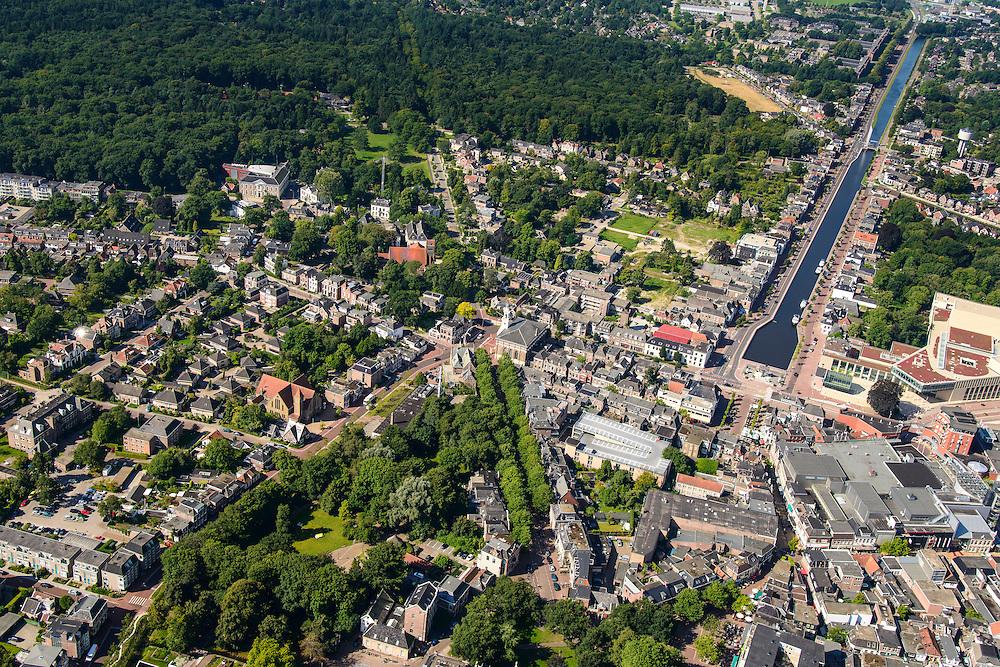 Nederland, Drenthe, Assen, 27-08-2013;<br /> Stadsbos Asserbosch in Assen met Vaart ZZ en rechtsonder centrum met winkels. Het Asserbosch is een van de oudste bossen van het land.<br /> Beginning of the urban forest in the village of Assen, one of the oldest forests of the The Netherlands.<br /> luchtfoto (toeslag op standaard tarieven);<br /> aerial photo (additional fee required);<br /> copyright foto/photo Siebe Swart.