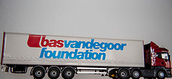 02-04-2017 NED: Bijeenkomst NYC Marathon We Run 2 Change Diabetes, Arnhem<br /> Training voor de NYC marathon - item beeldjes, foto's, oplegger, vrachtauto Scania