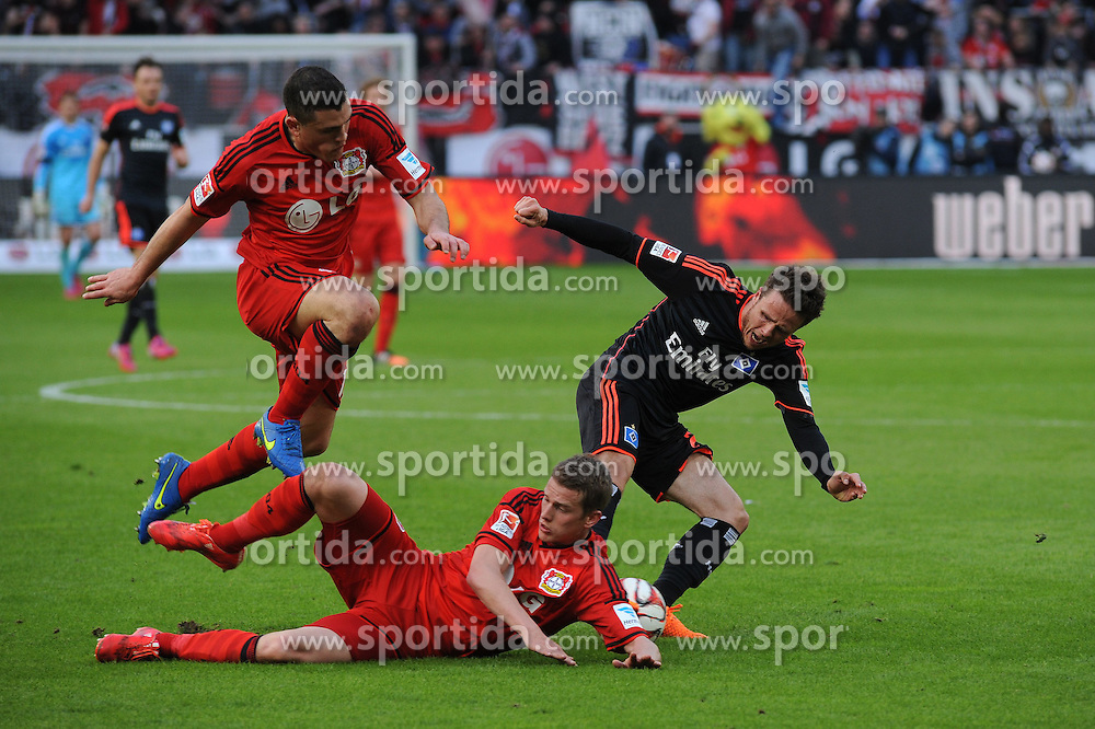 04.04.2015, BayArena, Leverkusen, GER, 1. FBL, Bayer 04 Leverkusen vs Hamburger SV, 27. Runde, im Bild V.l.n.r. Kyriakos Papadopoulos und Lars Bender ( beide Bayer 04 Leverkusen ) im Zweikampf mit Nicolai Mueller ( Hamburger SV ) // during the German Bundesliga 27th round match between Bayer 04 Leverkusen and Hamburger SV at the BayArena in Leverkusen, Germany on 2015/04/04. EXPA Pictures &copy; 2015, PhotoCredit: EXPA/ Eibner-Pressefoto/ Thienel<br /> <br /> *****ATTENTION - OUT of GER*****