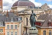 Vue sur  la statue : la colonne de la déèsse sur la Grand'Place de Lille// View of Colonne de la déesse statue in Grand'Place of Lille