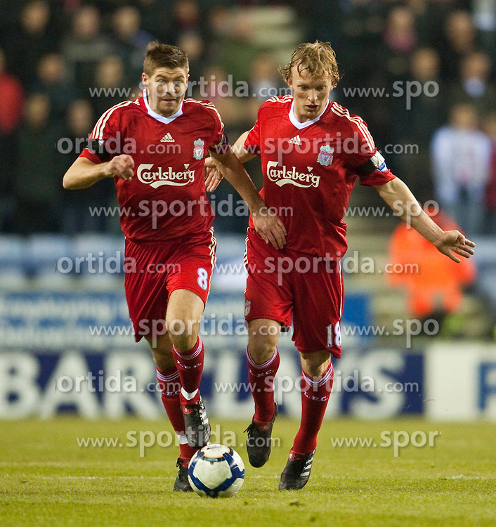 08.03.2010, DW Stadium, Wigan, ENG, PL, Wigan Athletic vs Liverpool FC, im Bild Liverpool's captain Steven Gerrard MBE und Dirk Kuyt, stehen sich gegenseitig im Weg, EXPA Pictures © 2010, PhotoCredit: EXPA/ Propaganda/ D. Rawcliffe / for Slovenia SPORTIDA PHOTO AGENCY.